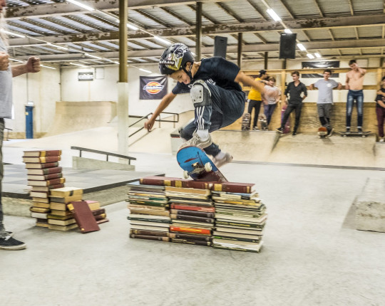 9-jarige skateboarder steelt de show bij Real-X Back To School Party