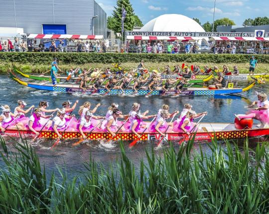 Prima editie van het 15de Drakenbootfestival